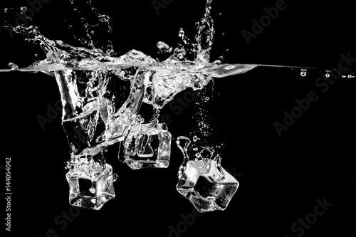 Photo  ice splash in water on black background