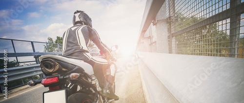 Zdjęcie XXL Drogowy motocykl na drodze