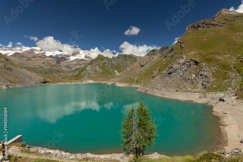 Foto auf Gartenposter Reflexion View to Monte Rosa mount and Gabiet Lake. Italian Alps