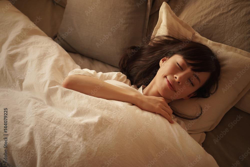 Fototapety, obrazy: 睡眠・女性
