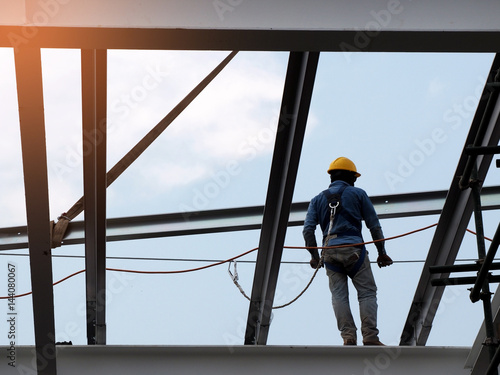 Obraz Man Working on the Working at height - fototapety do salonu