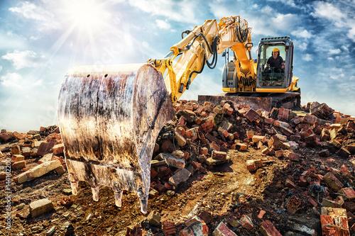 Fotomural Demolishing an old industrial building