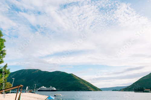 In de dag Golf Big cruise ship in the Bay of Kotor in Montenegro. View it from Perast. A beautiful country to travel.