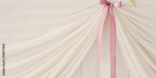 pink bow on aon a white wedding background Canvas-taulu