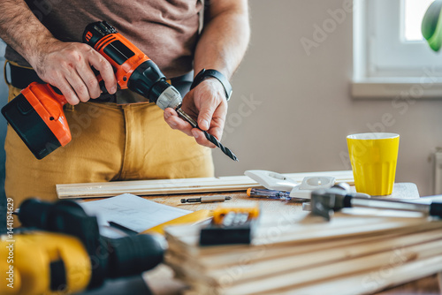 Obraz Man using cordless drill - fototapety do salonu