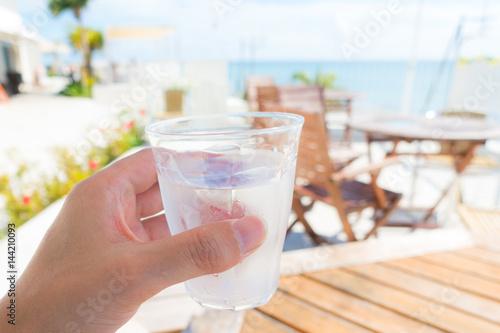 Fényképezés  水を飲む