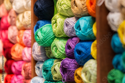 Fotomural shelves with colorful wool and yarn in a knitting shop