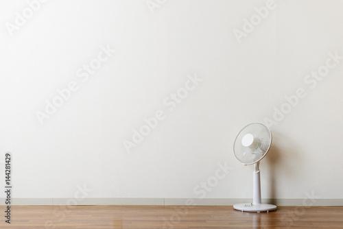 部屋と扇風機 Canvas Print