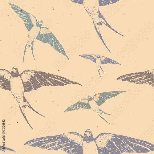 recznie-rysowane-z-piora-atramentu-wzor-z-kolorowe-jaskolki-na-bezowym-tle-latajace-ptaki-na-niebie-idealne-do-tkanin