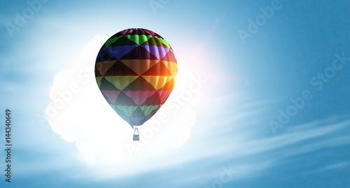 balon-zaslaniajacy-slonce-na-niebie