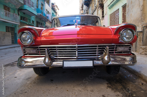 Fototapety, obrazy: Red oldtimer car in Havana
