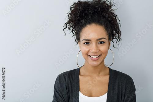 Obraz na plátně  Close up portrait of smiling woman against gray background