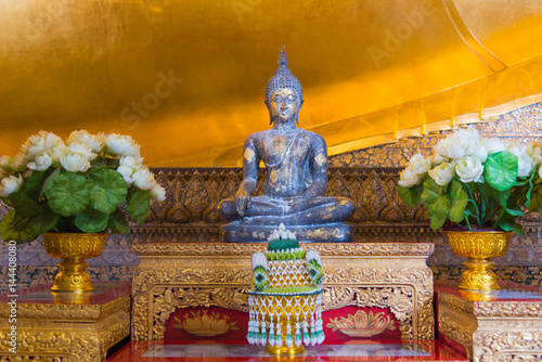 Foto op Plexiglas Artistiek mon. Ancient Buddha statue in Wat Pho church, Bangkok, Thailand