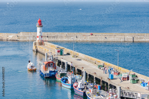 Papiers peints Port Brittany, ile de Groix, harbor Port-Tudy, red lighthouse and boats