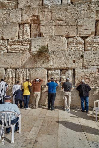 Fotobehang Midden Oosten Jerusalem - 15 November, 2016: Men praying at the