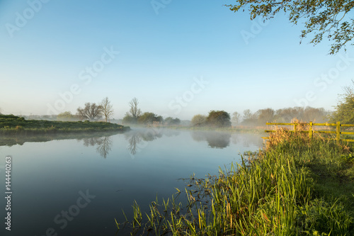 Foto auf Gartenposter Fluss Mist hanging over river Nene in Northamptonshire at sunrise