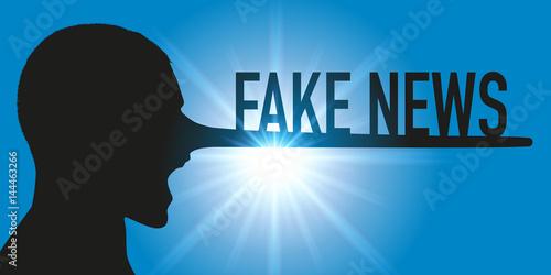 Fotografija  Concept des rumeurs sur les réseaux sociaux, avec un homme vu de profil, qui prononce le mot fake news en ayant le nez qui s'allonge comme celui de Pinocchio