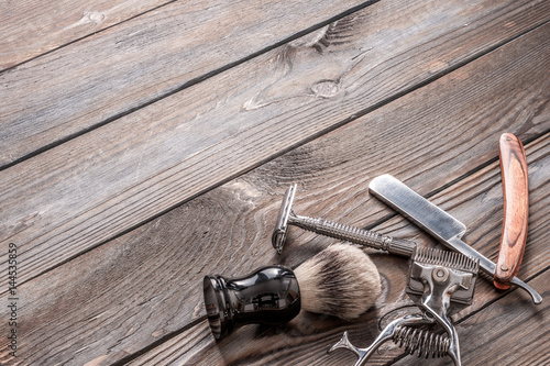 Photo  Vintage barber shop tools on wooden background