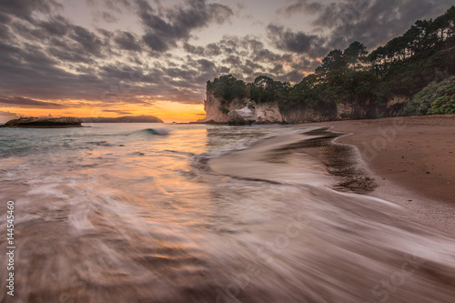 Foto op Canvas Cathedral Cove Sunrise at Cathedral cove with tidal surge