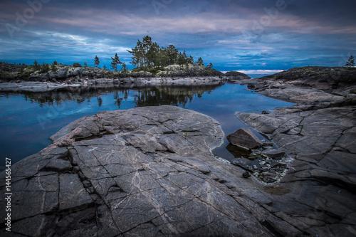 Photo sur Aluminium Ligurie Ladoga lake. Karelia. Islands in Karelia. Rocky islands.