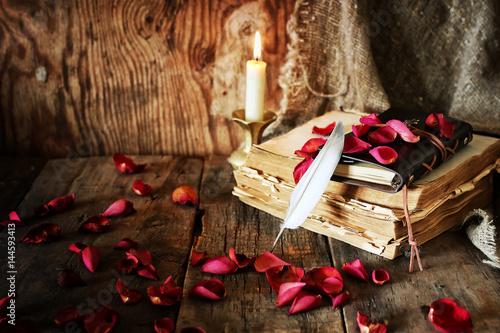 Fotografia book pen candle romance