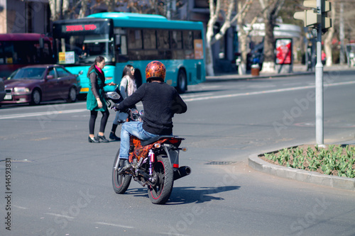 Cadres-photo bureau Londres bus rouge Man with motorcycle.