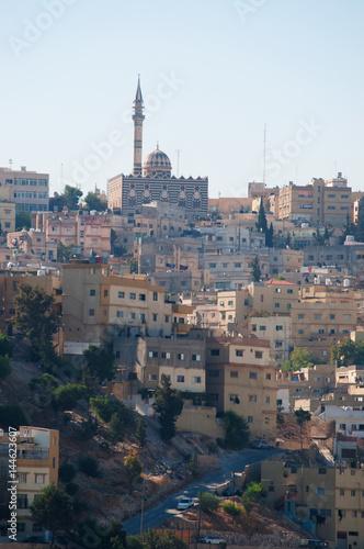 Photo Stands Egypt Giordania, Medio Oriente, 03/10/2013: lo skyline di Amman e la Moschea di Abu Darwish, costruita nel 1961 in marmo bianco e nero