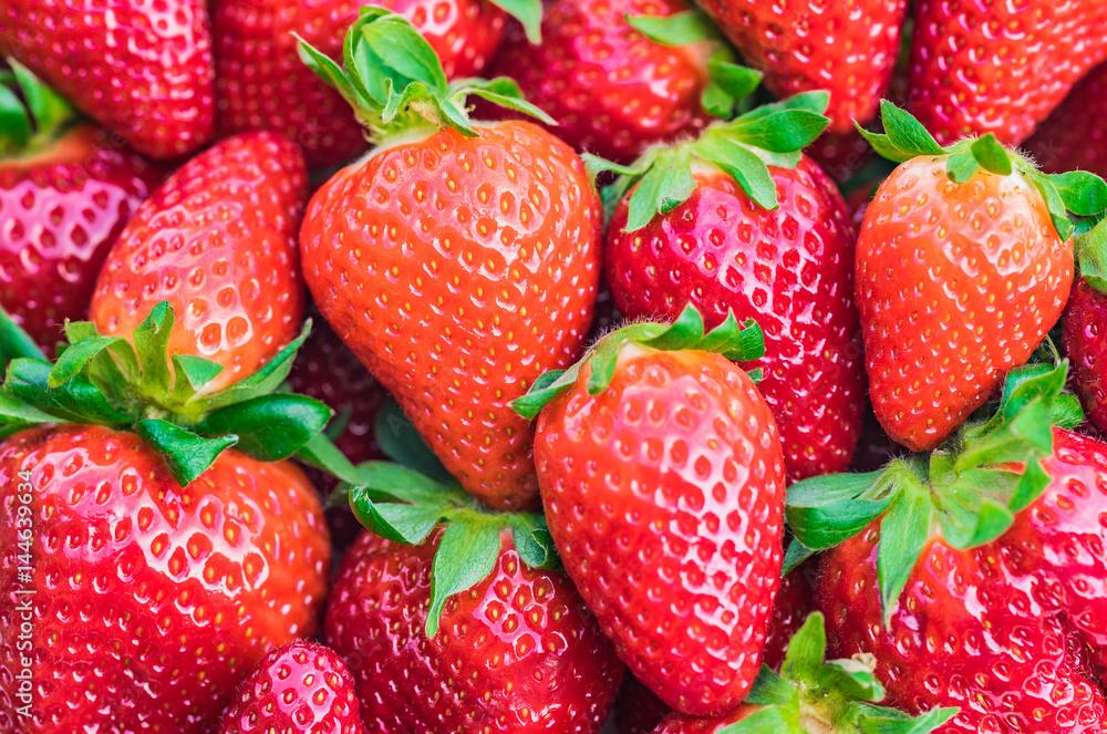 Czerwone świeże truskawki <span>plik: #144639634 | autor: vulcanus</span>