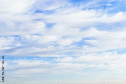 Tło, niebo z chmurami