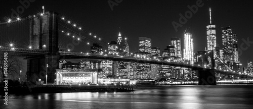 La pose en embrasure Ponts B&W Brooklyn Bridge, New York, USA