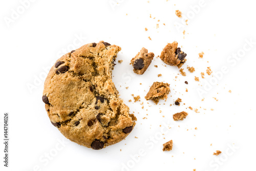 Fotografía Chocolate chip cookies and crumbs isolated on white background