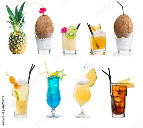 Poster Cocktail Set of classic alcohol cocktails isolated on white background