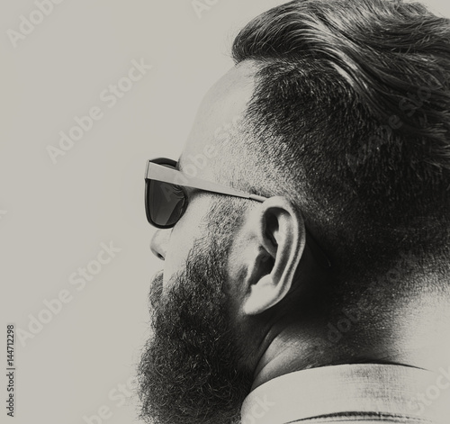 Photographie Portrait of a bearded man in sunglasses, with a stylish haircut