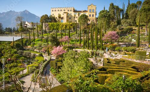 Foto  The Botanic Gardens of Trauttmansdorff Castle, Merano, south tyrol, Italy,