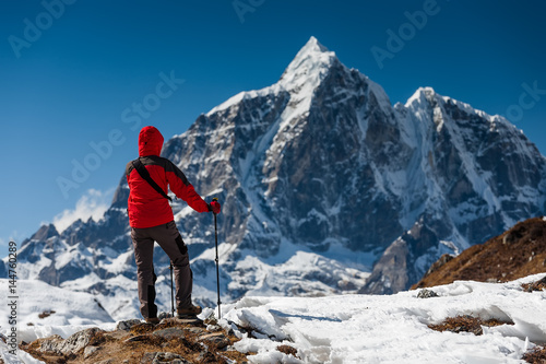 Canvas Print Trekker in Khumbu valley on a way to Everest Base camp