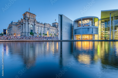 Fotobehang Berlijn Berlin government district with Reichstag and Spree river in twilight, central Berlin Mitte, Germany