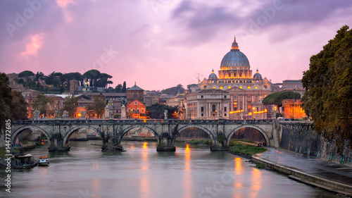 Papiers peints Con. Antique Tiber River and Saint Peter Cathedral in the Evening, Rome, Italy