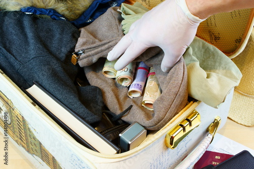 Fotografía  Suitcase with illegal money on custom inspection