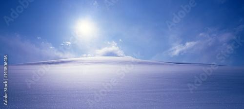 Vászonkép 雪原の朝日