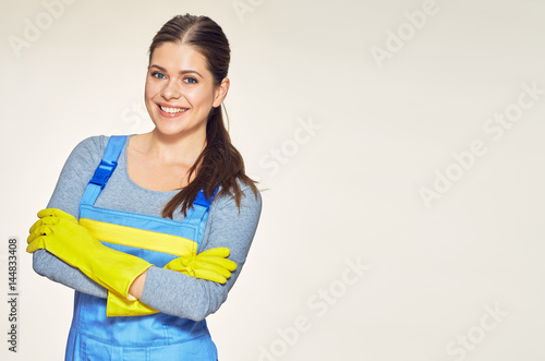 Fotografía  Portrait of smiling woman dressed cleaner uniform with crossed arms