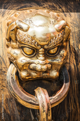 Fotografie, Tablou  Head of dragon handle in ancient chinese palace