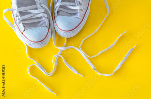 Fotografía  me, message on shoelace with sneakers.