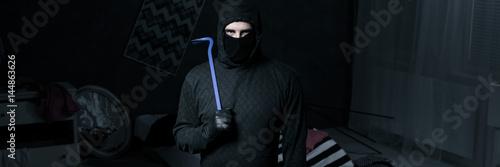 Cuadros en Lienzo  Burglar in apartment