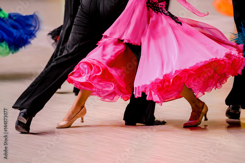 fototapeta na ścianę competitions in ballroom dancing. black tailcoat and pink ball gown