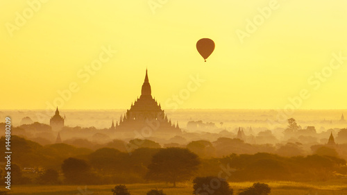Deurstickers Zwavel geel Land of a thousand pagodas in Bagan, Myanmar