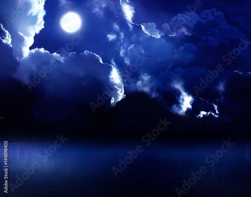 Zdjęcie XXL piękne nocne niebo na otwartym morzu