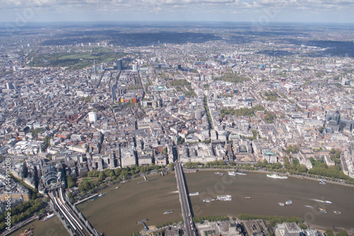 Fotografía Aerial view of the Thames looking over north London