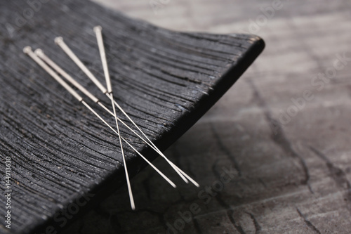 Photo Needles for acupuncture and special stand on grey background, closeup