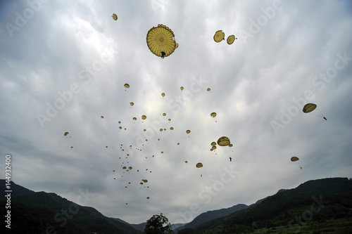 Parachute infiltration airborne troops Fototapet