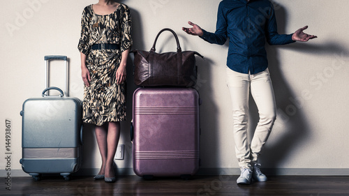 旅行カバンと男女関係,荷物の多い女性 Canvas Print
